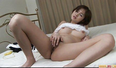 뜨거운 여자 포르노 성숙한 여성이 가진 젊은 수영장에서 보여줍니다 그녀의 아름다운 몸매